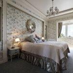 Спальня с балконом