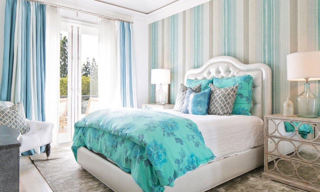 Светло-бирюзовая спальня