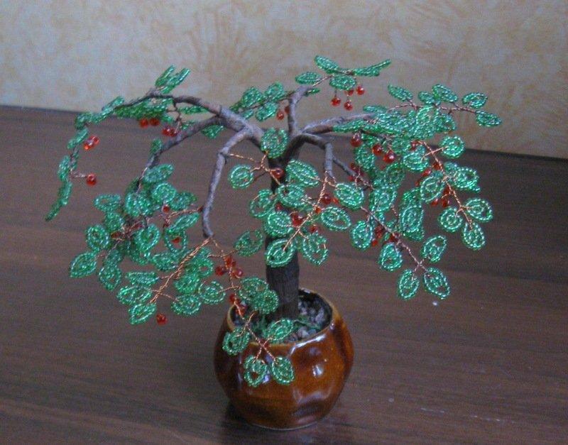 Вишневое дерево с плодами из бисера