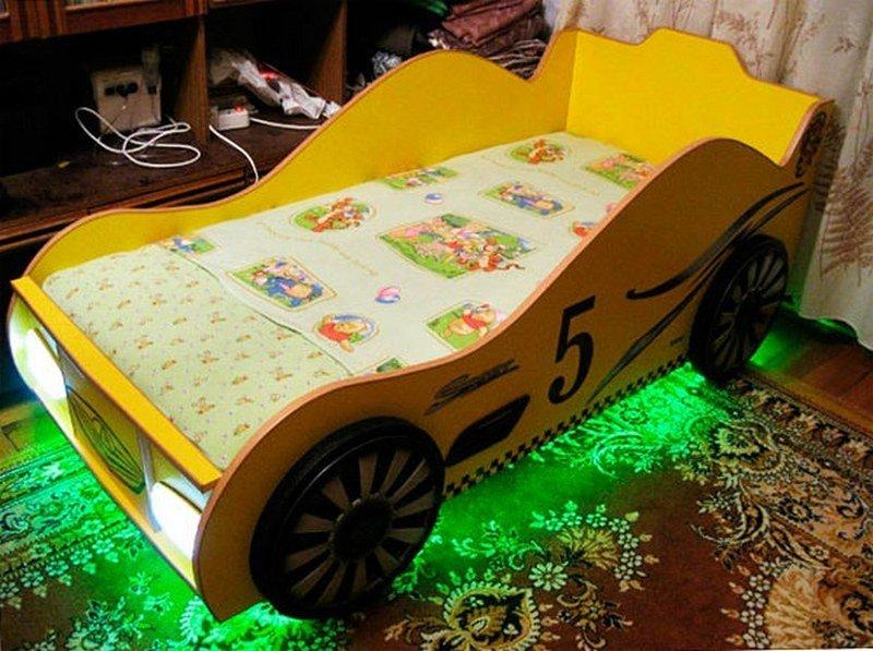 Детская кровать-машина
