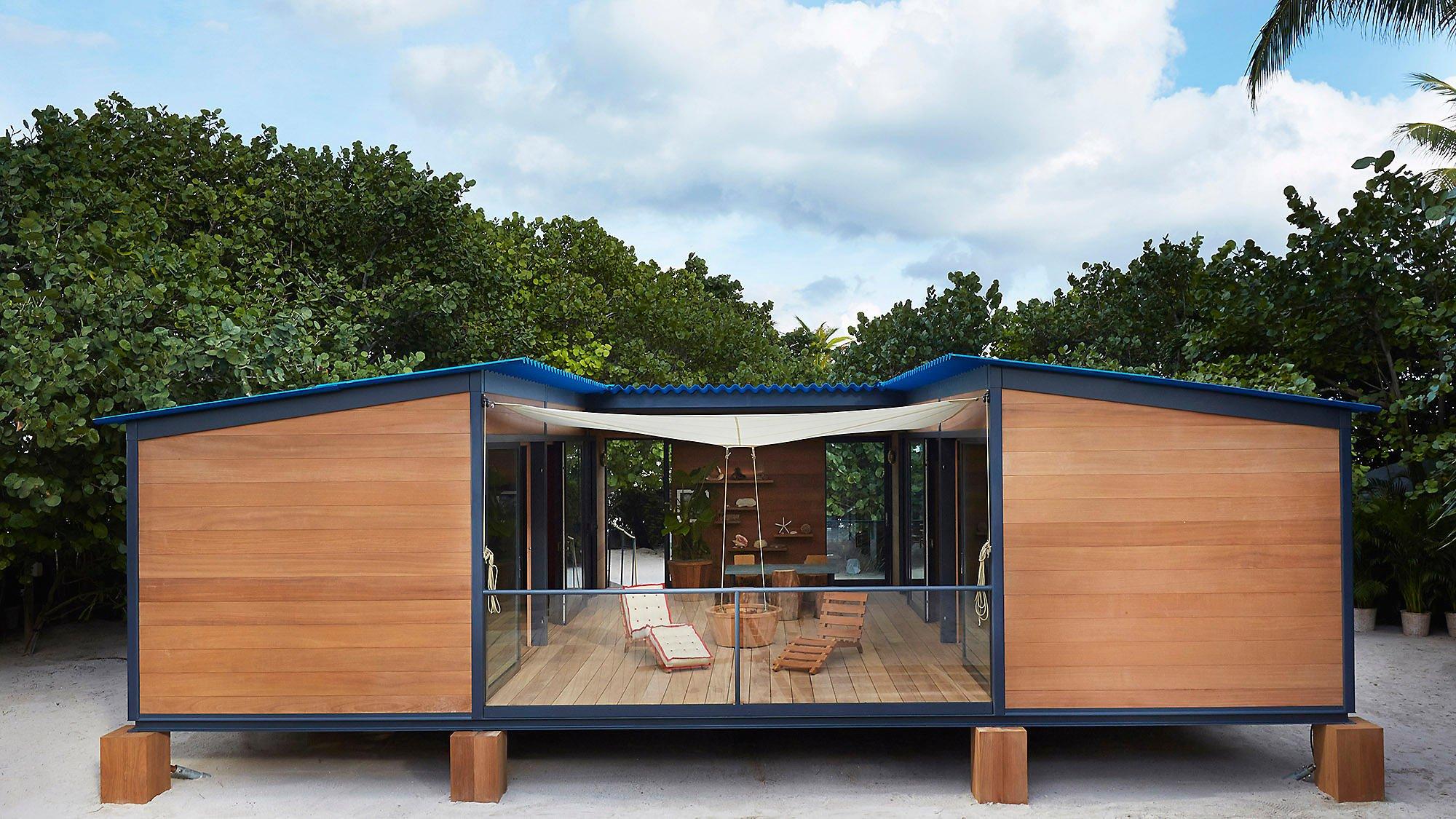 Дом с террасой из двух контейнеров