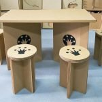 Стол и два табурета