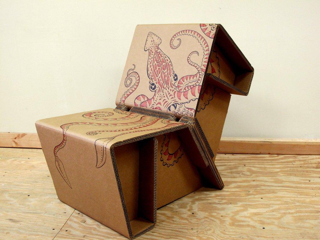 Оригинальное кресло из картона
