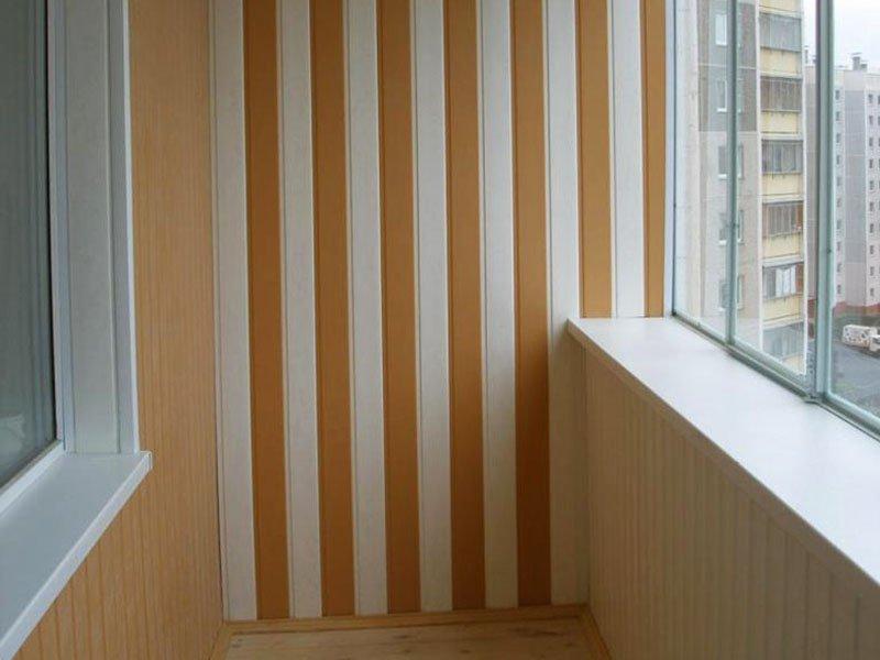 Обустройство балкона пластиковыми панелями