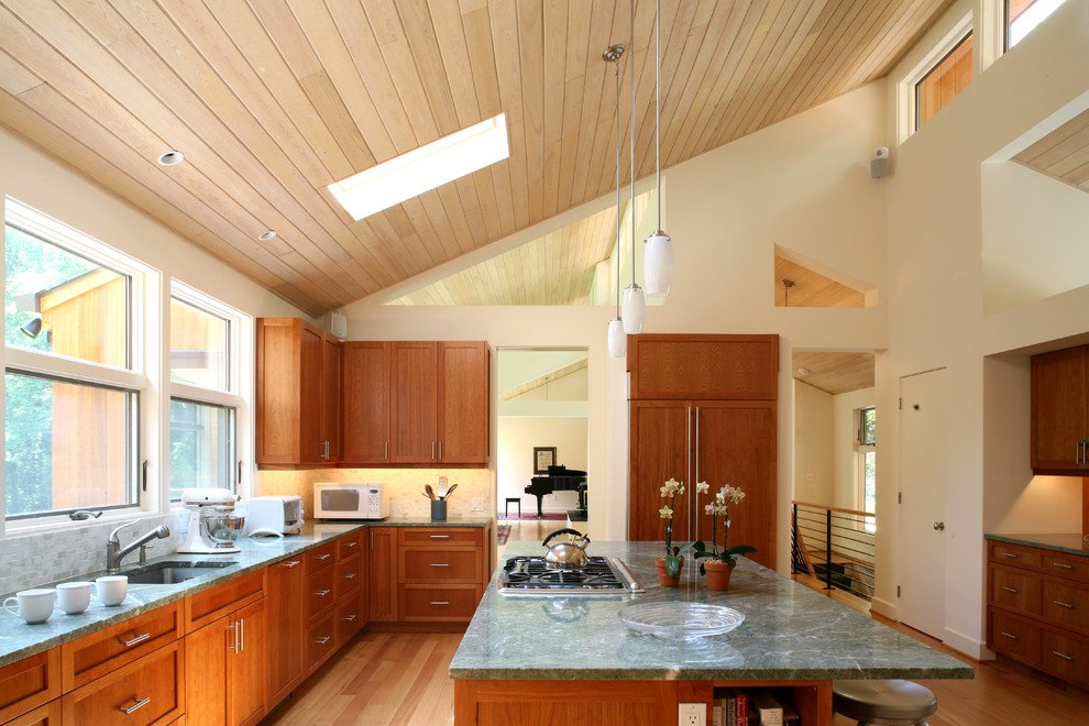 Дизайн коричневой кухни