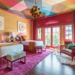 Яркие цвета в интерьере спальни
