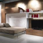 Кровать в интерьере гостиной