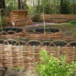 Кустарники у заборчика