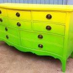 Желто-зеленый комод