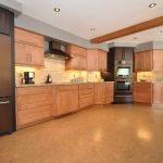 Интерьер коричневой кухни