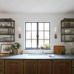 Две полки на кухне