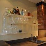 Стеклянные полки на кухню