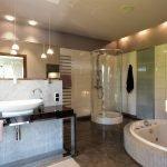 Современные потолки в ванной комнате