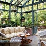 Плетенная мебель в оранжерее