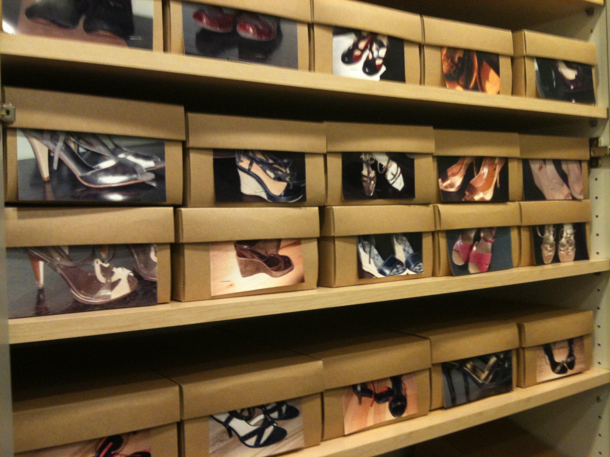 Картонные коробки с обувью