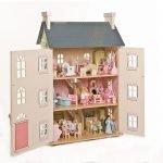 Куколки в домике