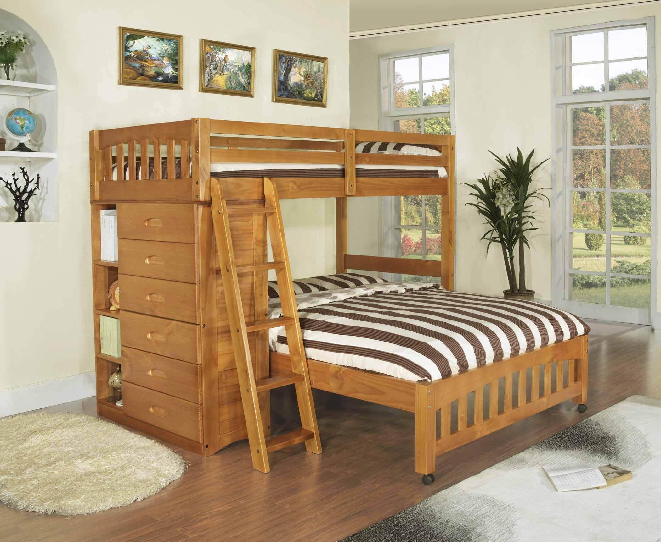 Двухъярусная кровать с двуспальной кроватью на первом ярусе