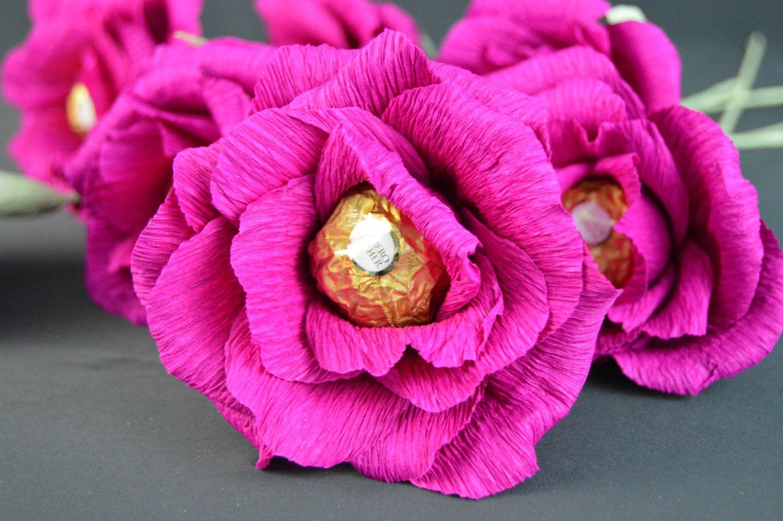 Бутон розы с конфетой