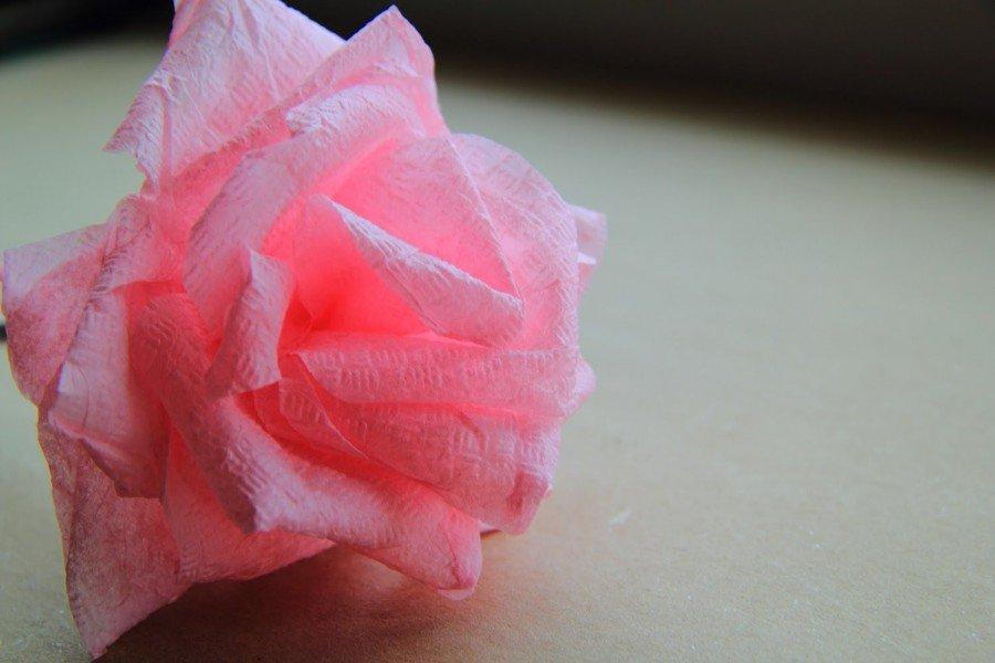 Объемная розочка из салфеток