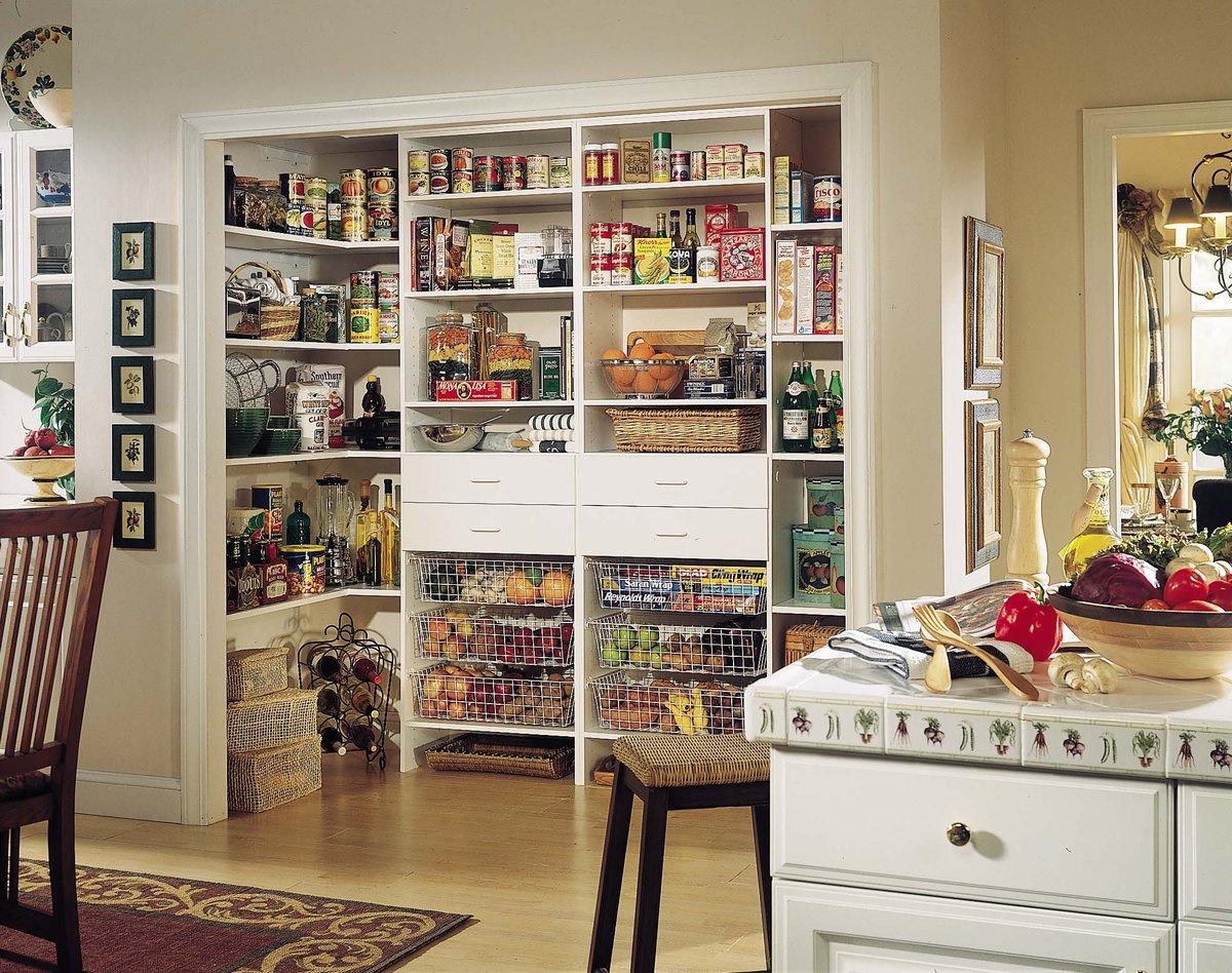 Кухня с кладовой