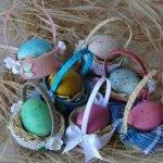 Яйца в корзинках
