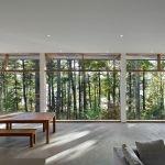 Большое помещение с панорамными окнами