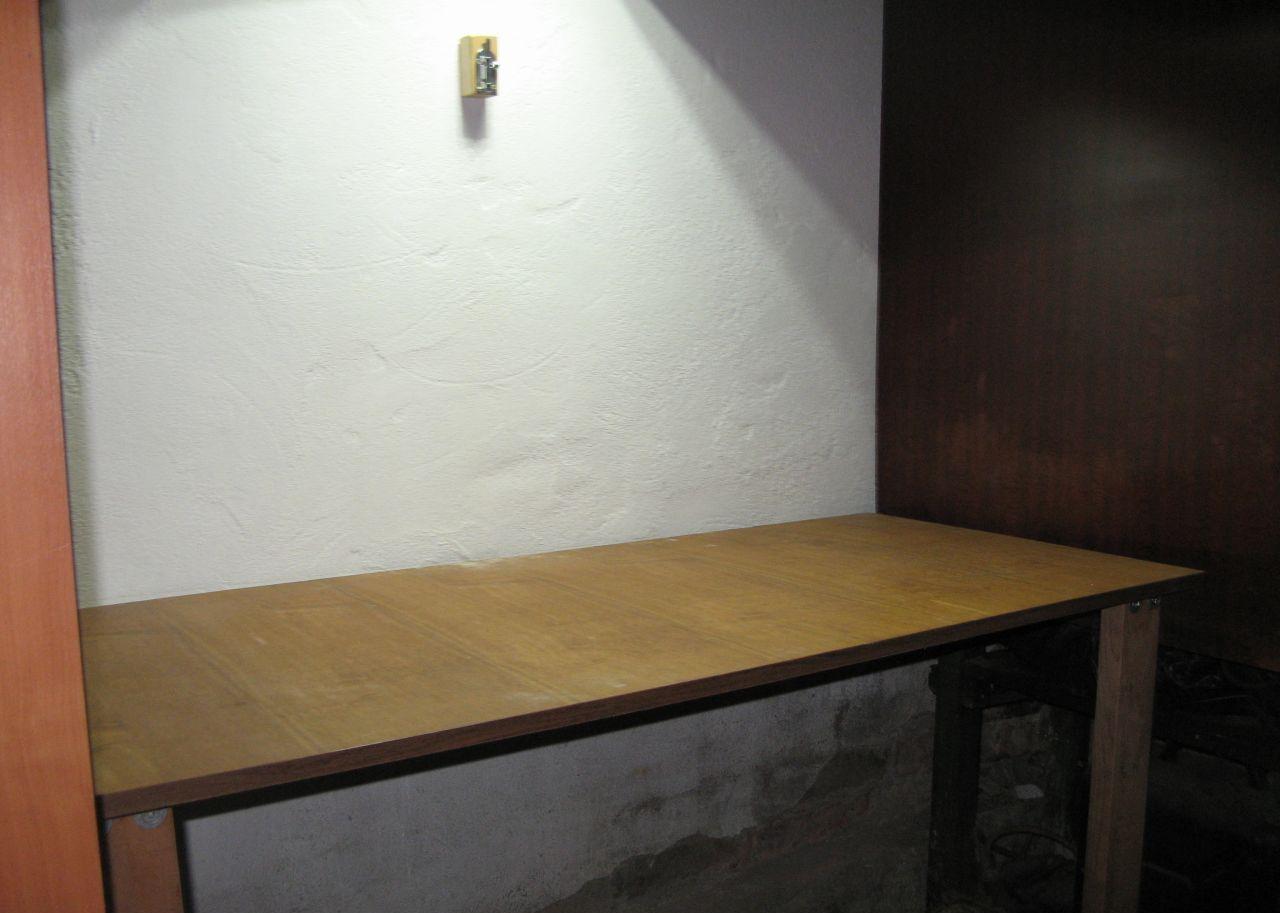 Откидной компактный стол