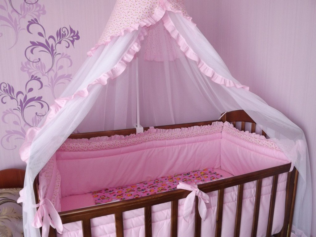 Детская кроватка с балдахином