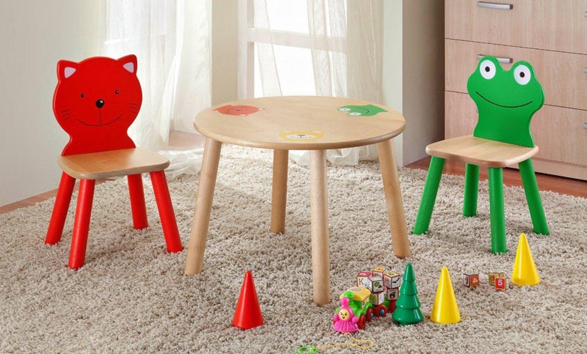 Красный и зеленый детские стульчики
