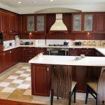 Дизайн квадратной кухни