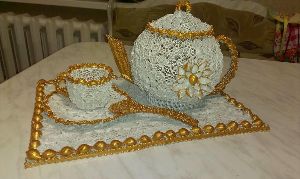 Чайник с чашкой из макарон