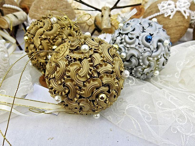 Новогодний декор из макарон
