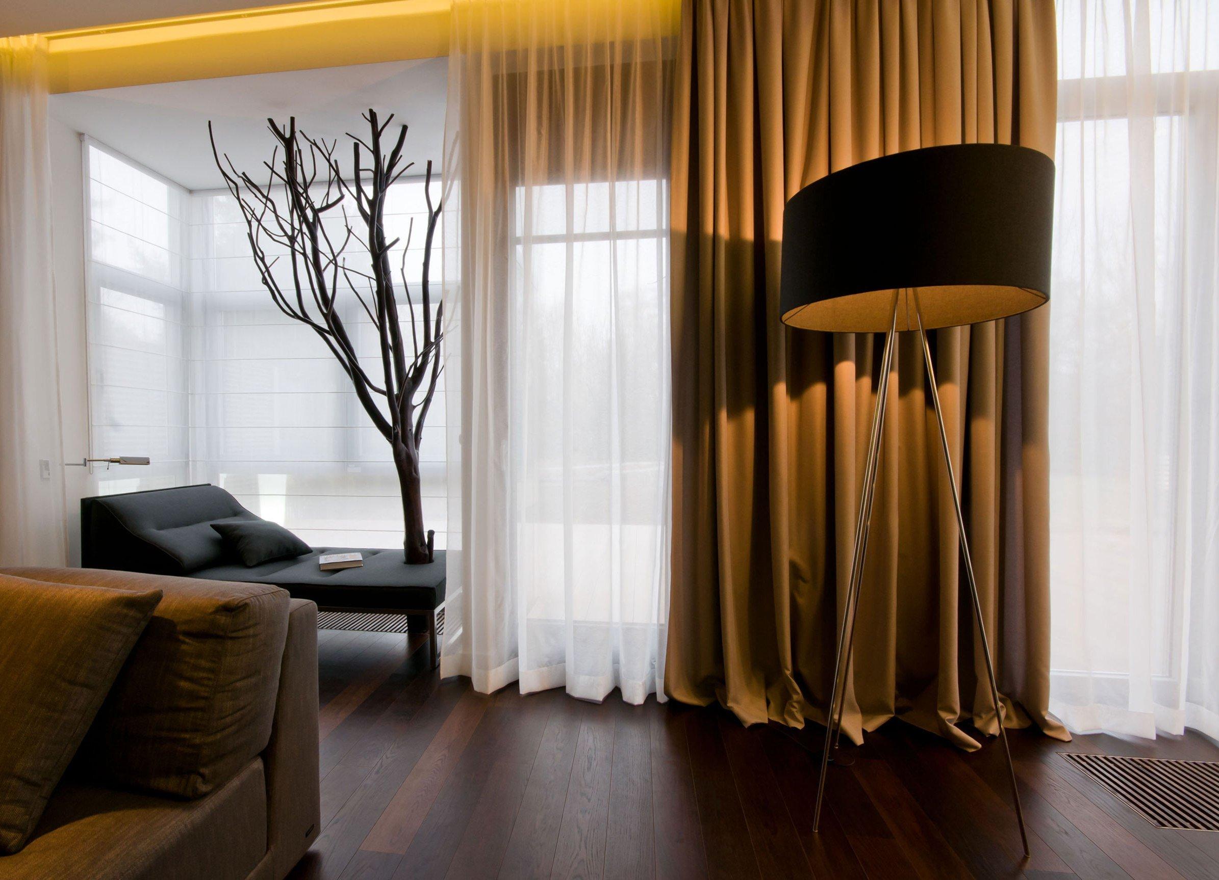 Окна в комнате с зонированием