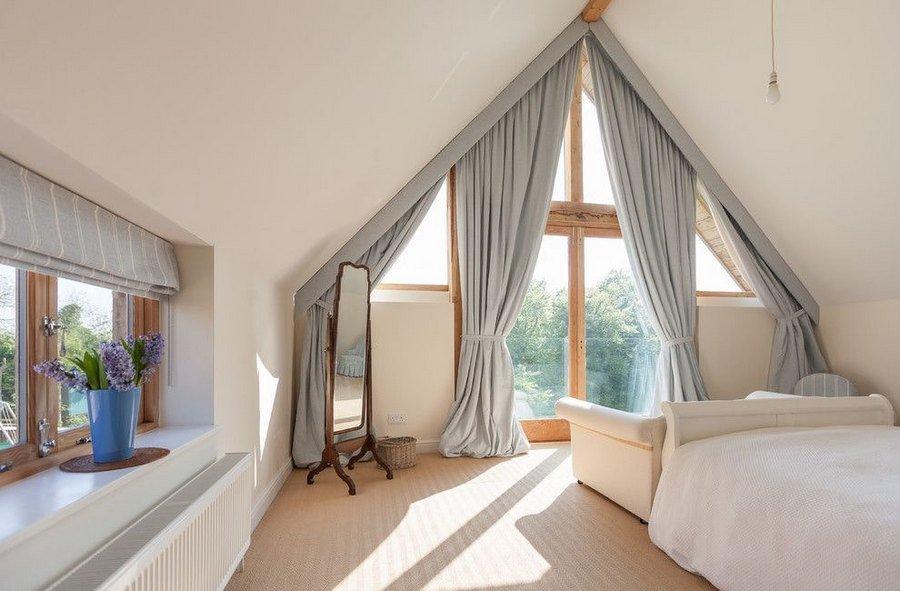 Мансардные окна со шторами