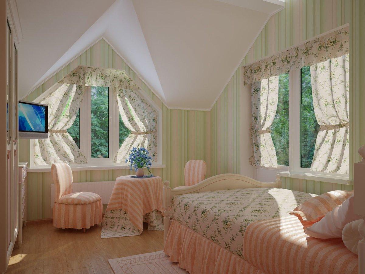 Мансарда в стиле прованс со шторами на окнах