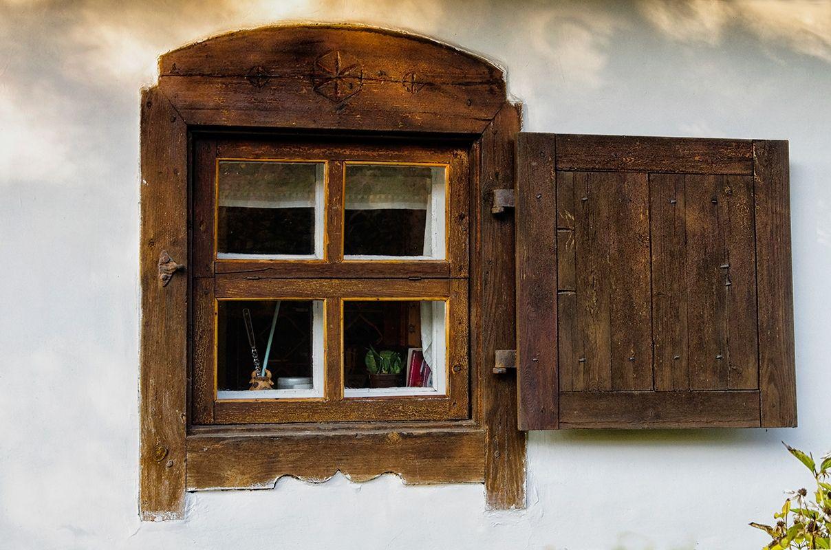 Старые деревянные ставни