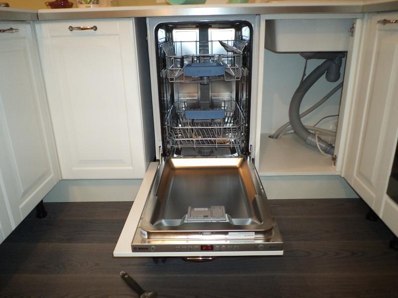 Ниша с посудомоечной машиной