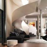 Белый коврик у дивана