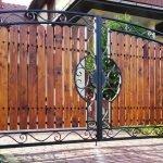 Деревянные ворота с ковкой