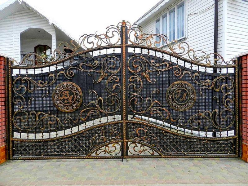Массивные ворота