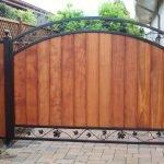 Кованные деревянные ворота