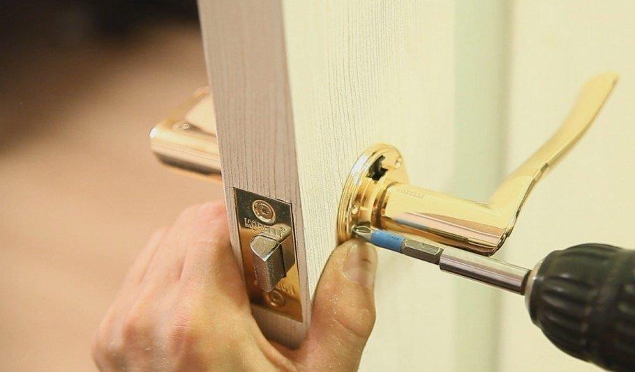 Врезка дверной фурнитуры