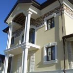 Балкон с колоннами