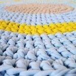 Желто-голубой коврик