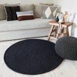 Темный коврик на светлом полу