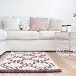 Подушки на диване