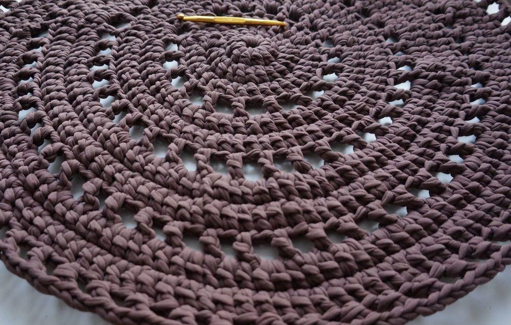 Вязанный коврик из трикотажной пряжи