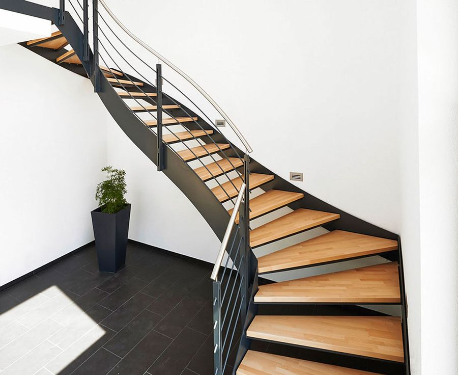 Обработка металлических лестниц