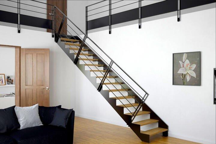 Лестница металлическая на тетивах