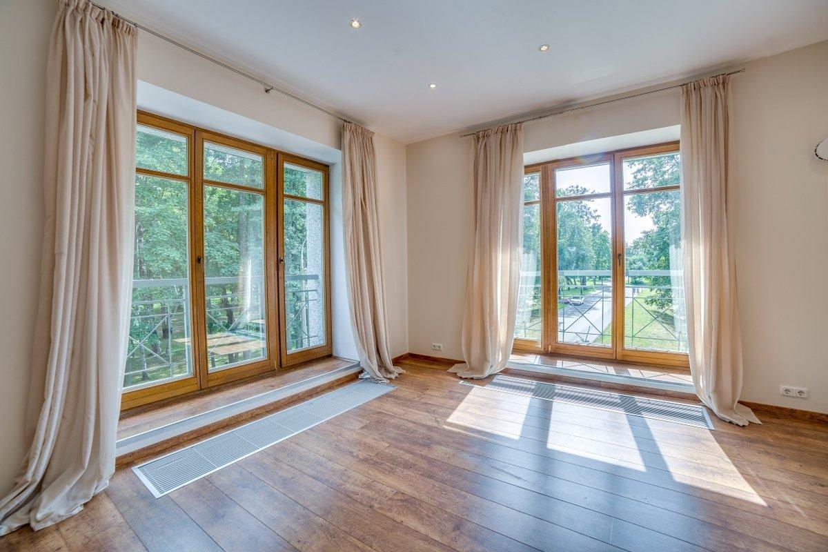 Фото домов с окнами в пол